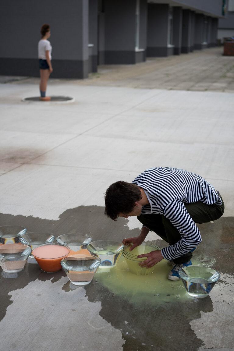 ›Simona Gottierová: Aha, tu si, 2018, performance, galerie Fotoport, Bratislava